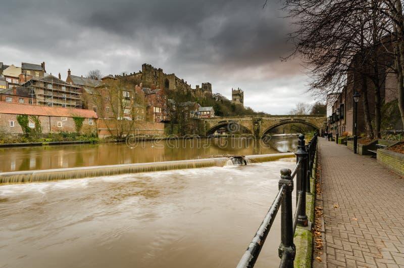 Desgaste del río y puente de Framwellgate imagen de archivo