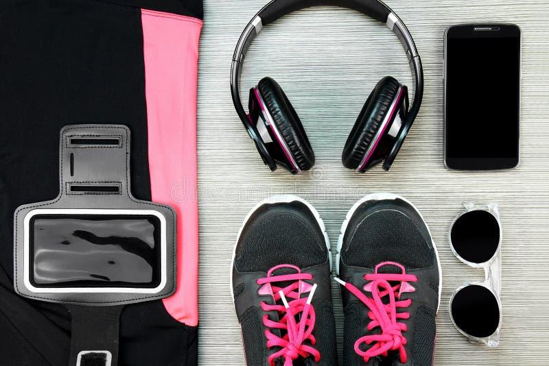 Desgaste do esporte do ` s das mulheres, forma do Gym e acessórios fotografia de stock