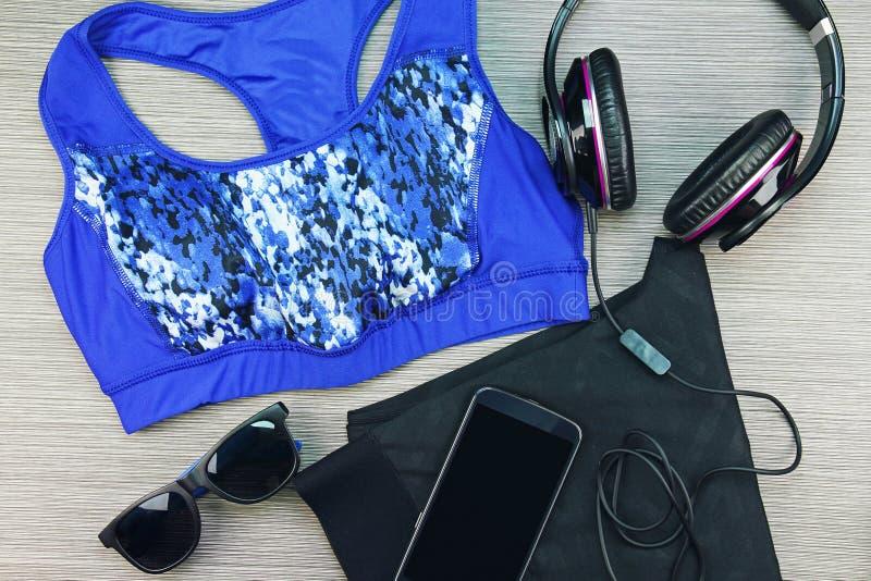 Desgaste do esporte do ` s das mulheres, forma do Gym e acessórios, equipamento do exercício fotos de stock