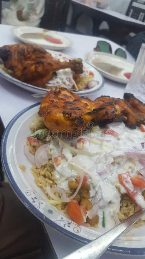 Desi Rise mit gegrilltem Huhn stockbild