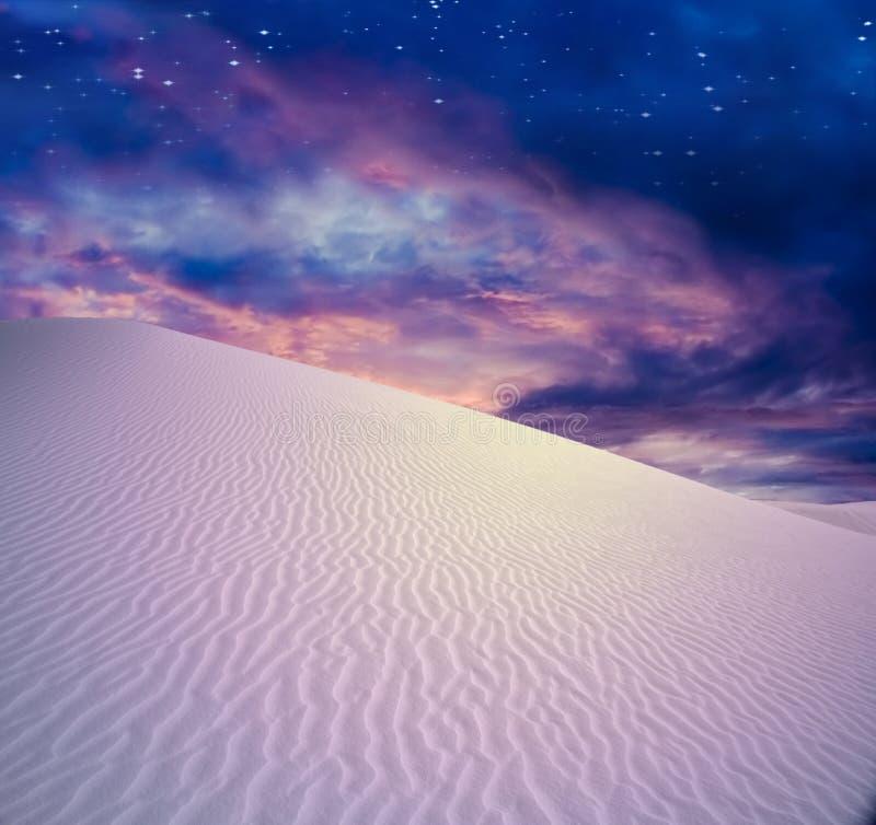 Desierto crepuscular stock de ilustración