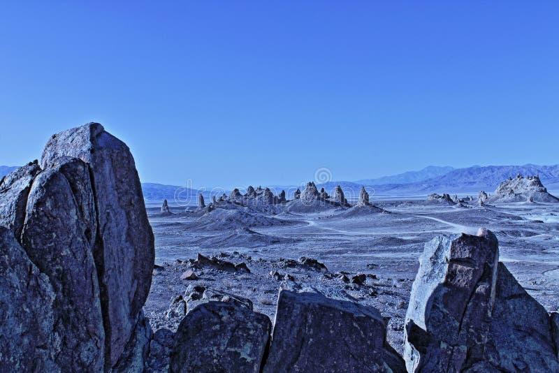 Desierto de California de la ubicación de Sci Fi de los pináculos de la trona imagenes de archivo