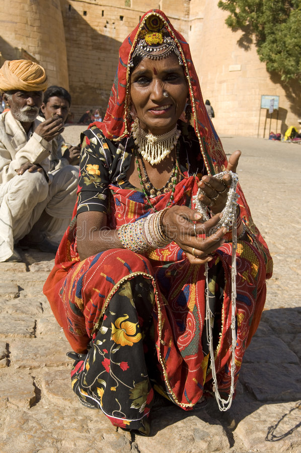 Desierto de la India, Rajasthán, Thar, Jaisalmer: Mujer imagen de archivo libre de regalías