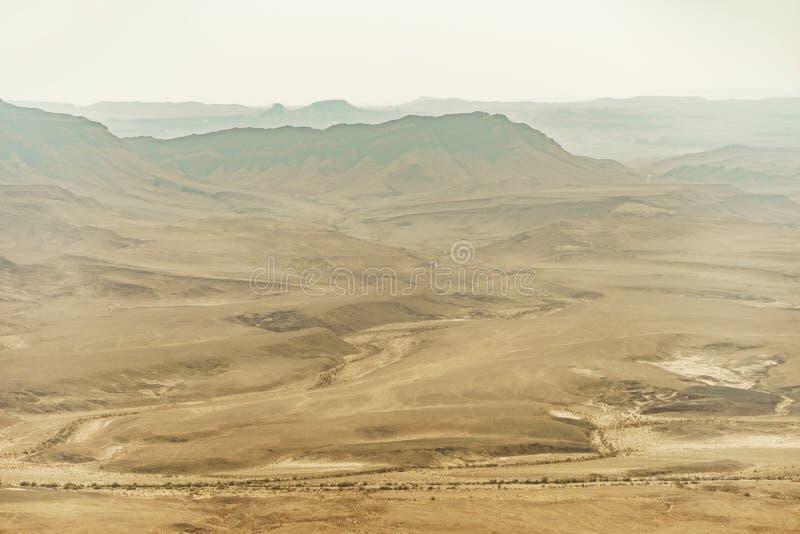 Desierto del Néguev en Israel, paisaje de montañas, de la arena y de piedras foto de archivo