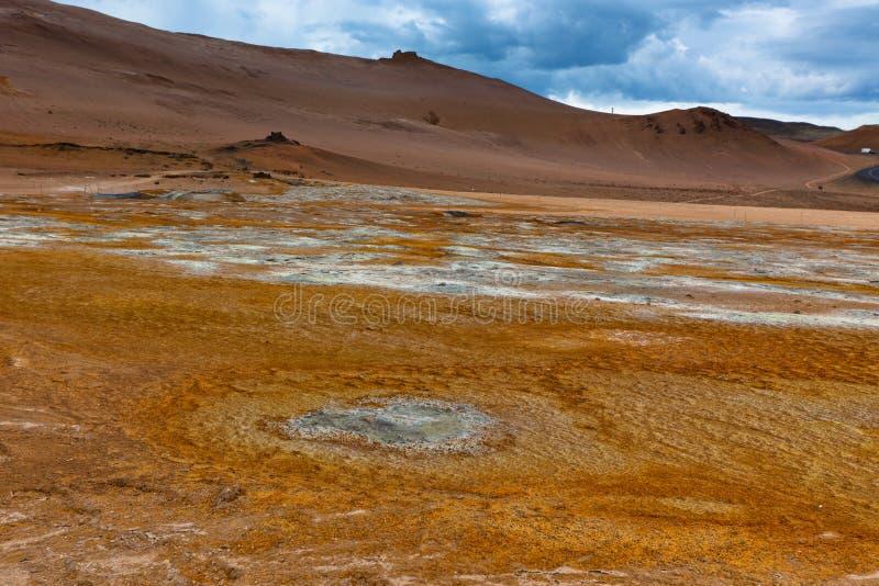 Desierto en el área geotérmica Hverir, Islandia fotos de archivo libres de regalías