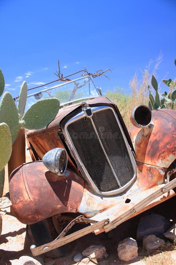 Desierto oxidado viejo de Namibia de la ruina del coche foto de archivo