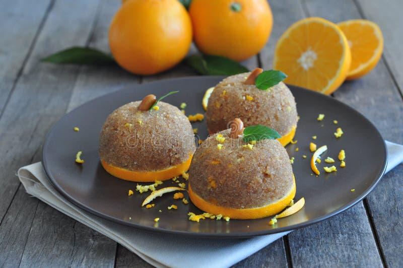 Desiertos de la sémola con las naranjas imágenes de archivo libres de regalías