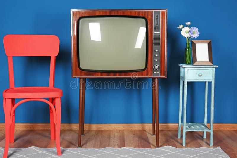 Design av inre med TV royaltyfri fotografi