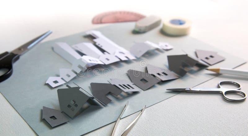 Design de corte de papel Design de corte de papel Rua abstrata com casas imagem de stock royalty free