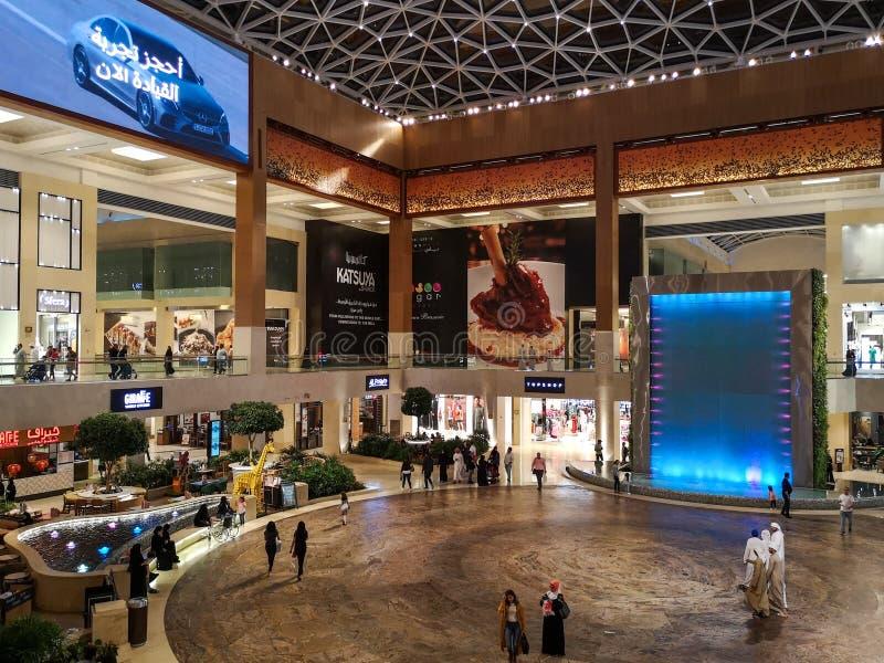 Design de interiores bonito do marco famoso da alameda de Yas na cidade de Abu Dhabi imagens de stock royalty free