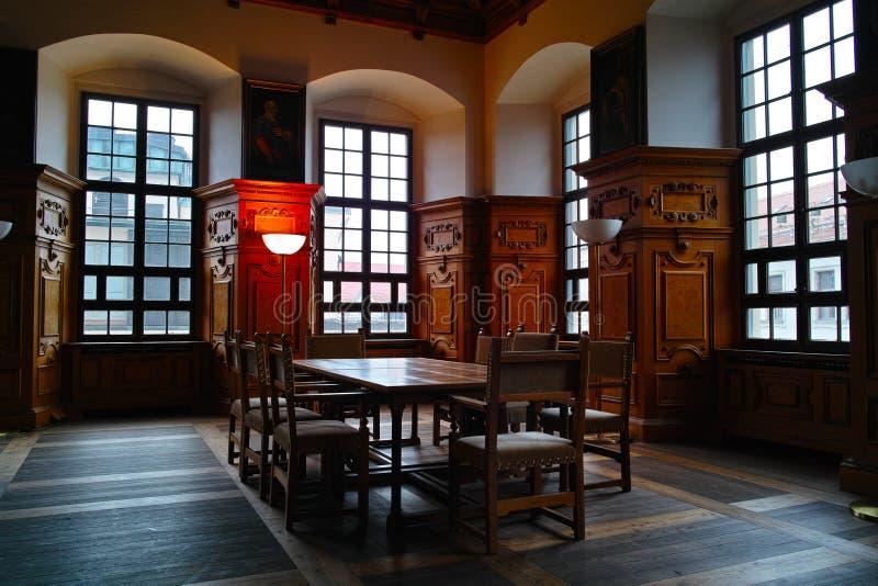 Design de interiores histórico da sala de reuniões imagens de stock
