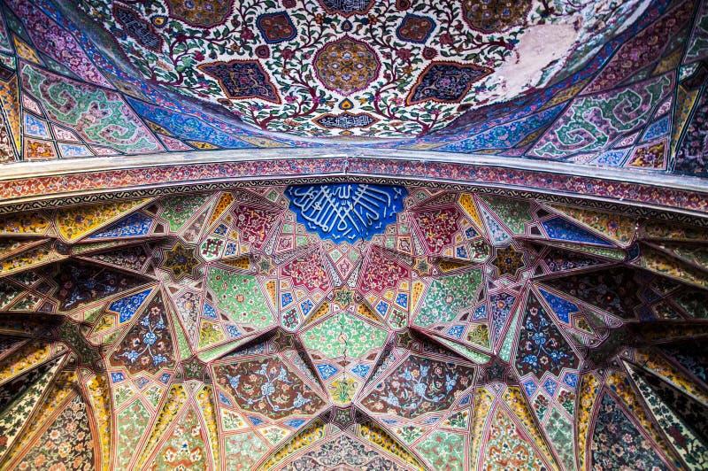 Design de interiores nobre do Wazir Khan Mosque foto de stock royalty free
