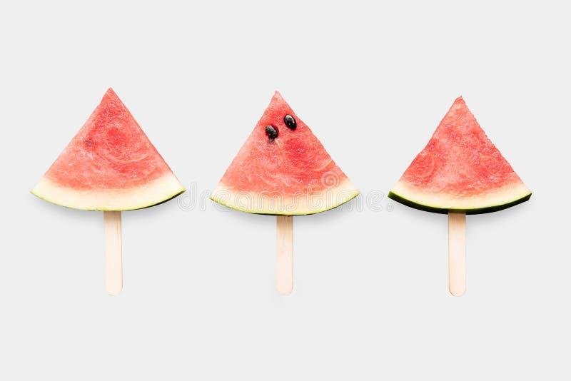 Design des Modellwassermelonen-Eiscremesatzes lokalisiert auf Weißrückseite stockfotos