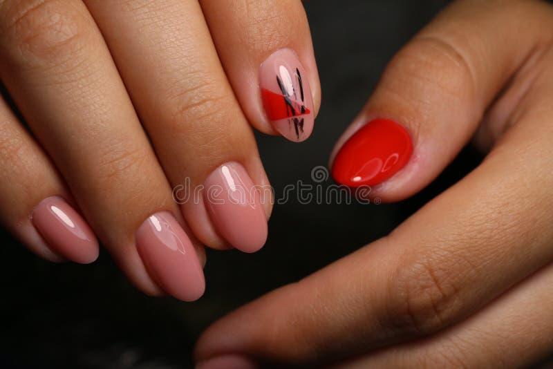 design elegante de manicure em pregos bonitos foto de stock royalty free