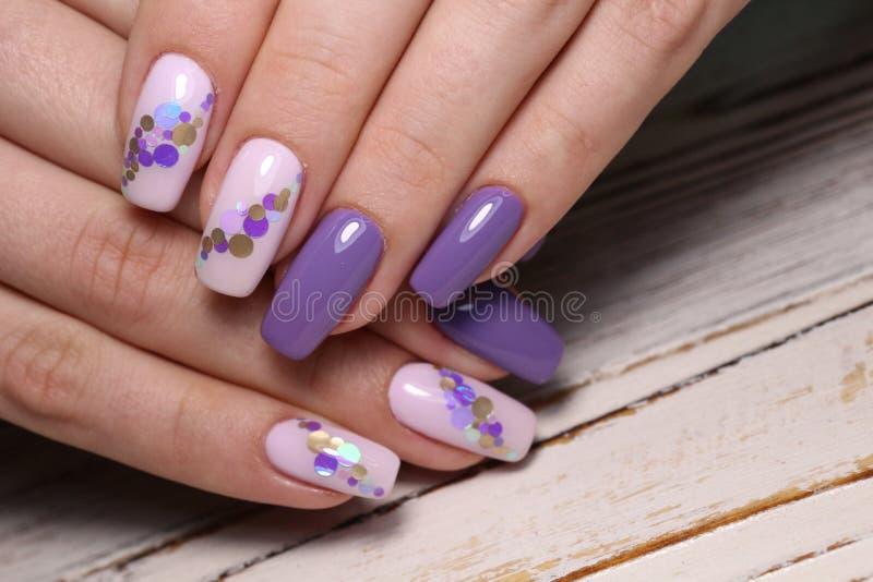 design elegante de manicure em pregos bonitos imagens de stock