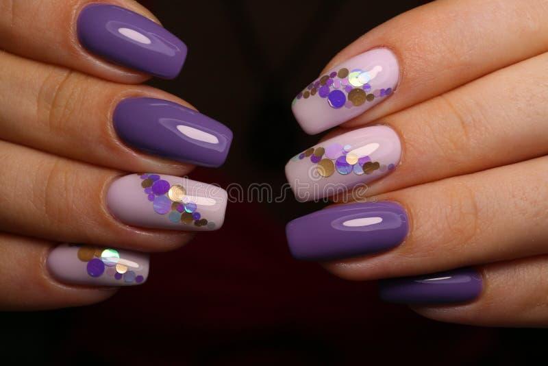 design elegante de manicure em pregos bonitos fotografia de stock royalty free