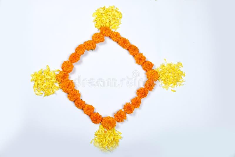 Design för ringblommablommarangoli för den Diwali festivalen, indisk festivalblommagarnering fotografering för bildbyråer