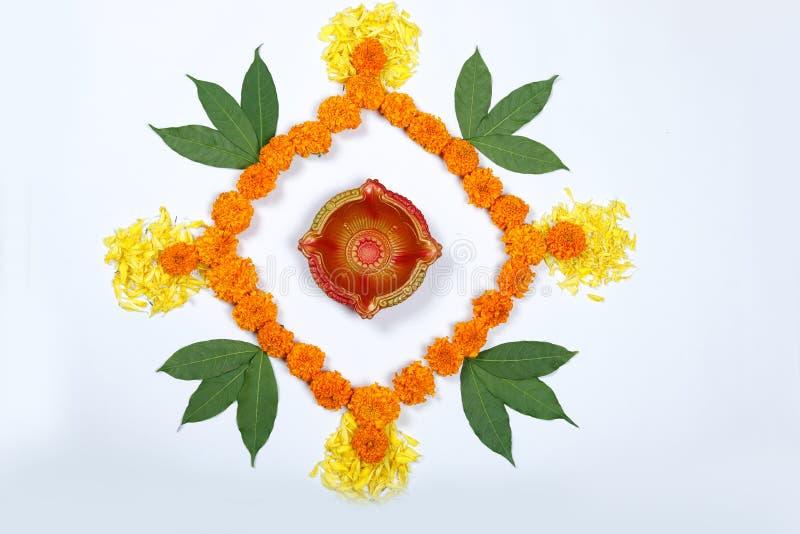 Design för ringblommablommarangoli för den Diwali festivalen, indisk festivalblommagarnering royaltyfri fotografi