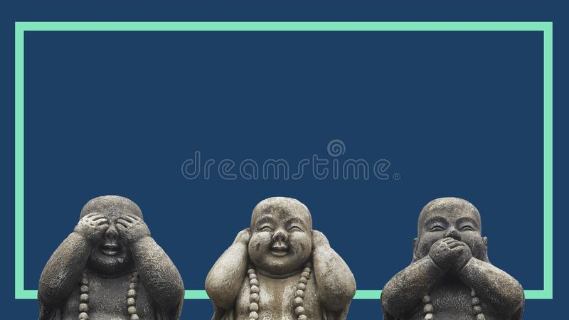 Designbegrepp av ett baner eller ett tryck för annonseringaktionen 3 Buddhastatyhuvud i poserar av 3 kloka mokeys: se ingen ondsk arkivfoton