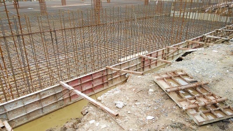Designen för stänger för stål för bottenvåningen för konstruktionsplatsen använde den visade ulti arkivbild