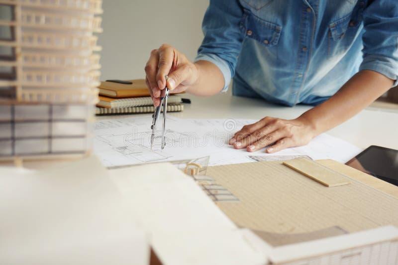 Designer de interiores Corporate Achievement Planning Desi dos colegas imagem de stock