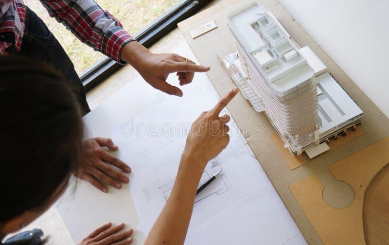 Designer de interiores Corporate Achievement Planning Desi dos colegas fotos de stock royalty free