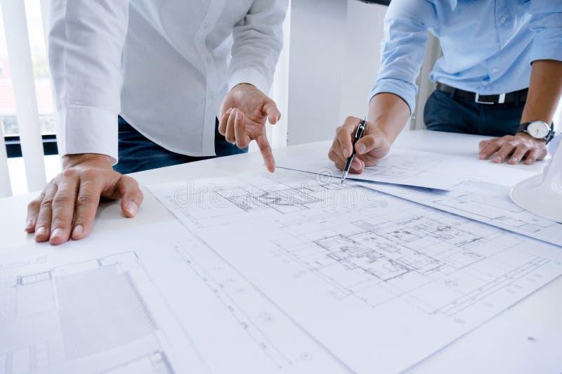 Designer de interiores Corporate Achievement Planning Desi dos colegas fotos de stock