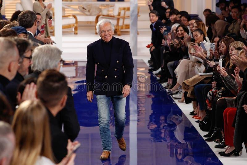 Designer-Ralph Lauren-Wege die Rollbahn an Modeschau Ralph Lauren Springs /Summer 18 stockbilder