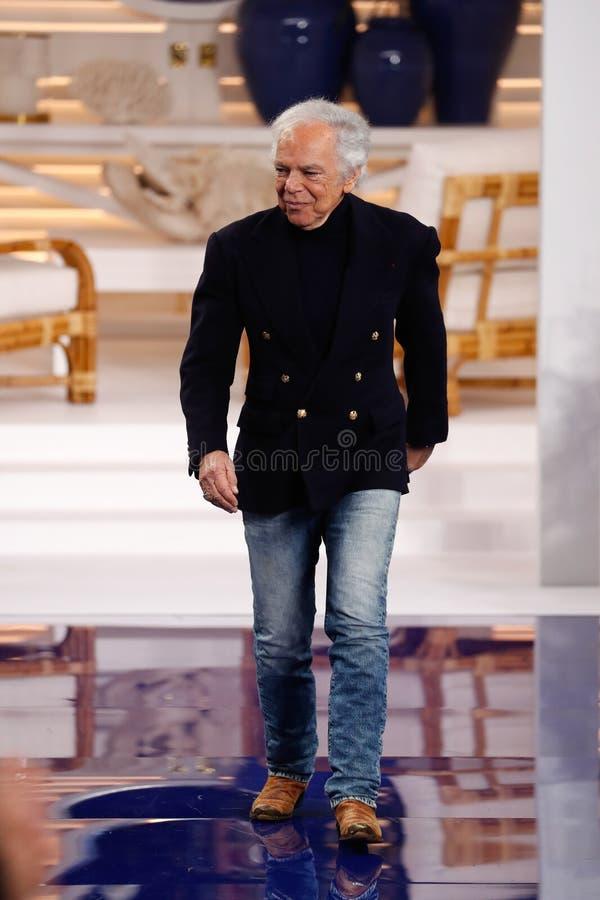 Designer-Ralph Lauren-Wege die Rollbahn an Modeschau Ralph Lauren Springs /Summer 18 lizenzfreie stockbilder
