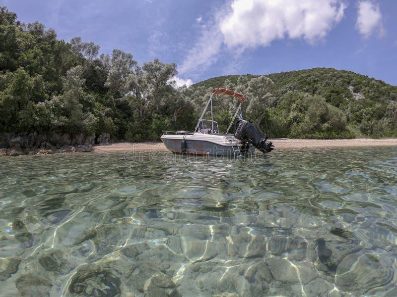 Desimi plaży Golfowa i niedaleka wyspa z jasną wodą obraz royalty free