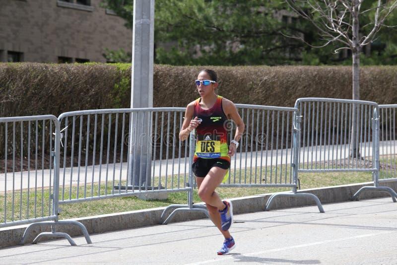 Desiree Lipowy usa ściga się w Boston maratonie na Kwietniu 17, 2017 obraz royalty free