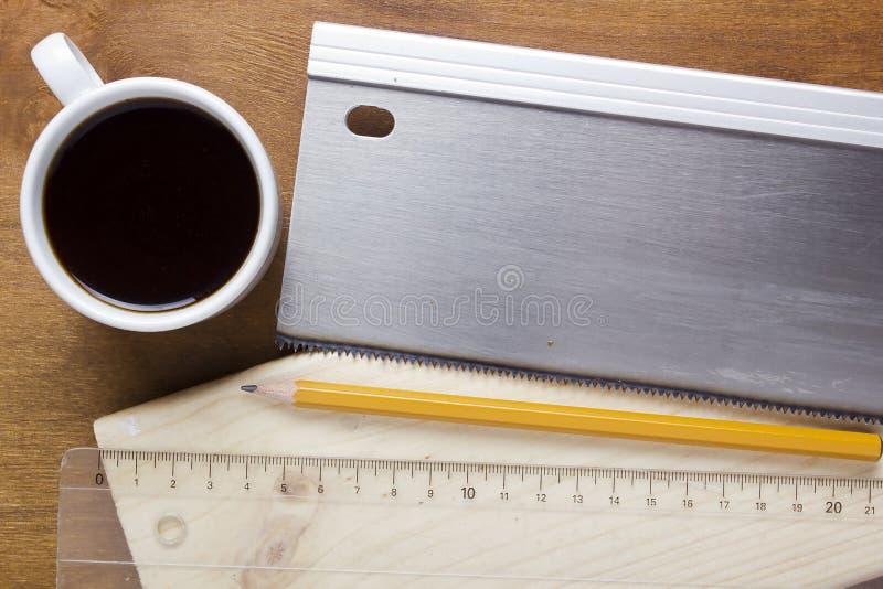 Deska piłujący handsaw fotografia stock