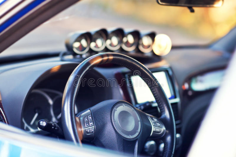 Deska rozdzielcza nowożytny sportowy samochód obrazy stock