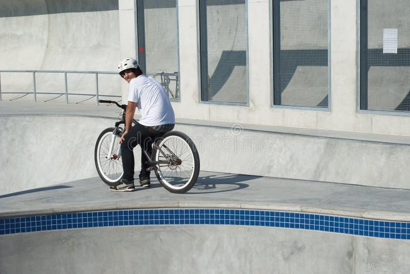 deskorolka parkowy nastolatek zdjęcie royalty free