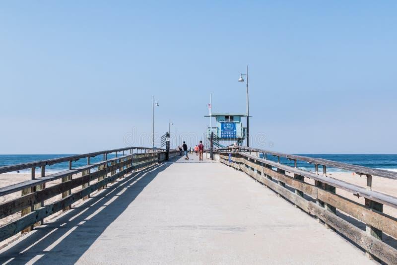 Deskorolkarz na Wenecja plaży połowu molu w Południowym Kalifornia obraz royalty free