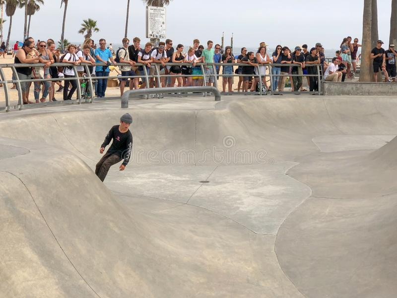 Deskorolkarz przy Venice Beach łyżwy parka basenem zdjęcie royalty free