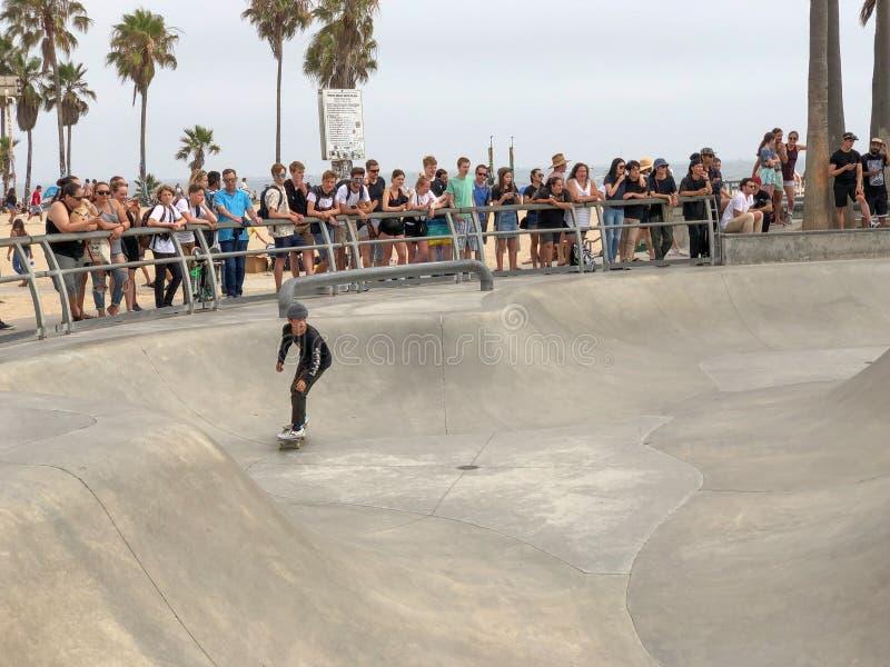 Deskorolkarz przy Venice Beach łyżwy parka basenem obrazy royalty free