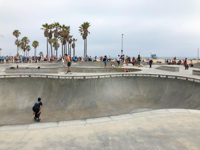 Deskorolkarz przy Venice Beach łyżwy parka basenem fotografia royalty free