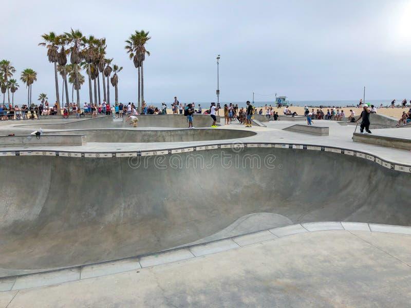 Deskorolkarz przy Venice Beach łyżwy parka basenem obraz royalty free