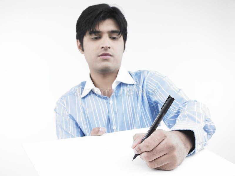 deskowego mężczyzna biały writing zdjęcia royalty free