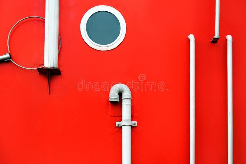 Deskowego portholes czerwieni strony statku czerepu białego tła zakończenia pomarańcze starzy poręcze obraz royalty free