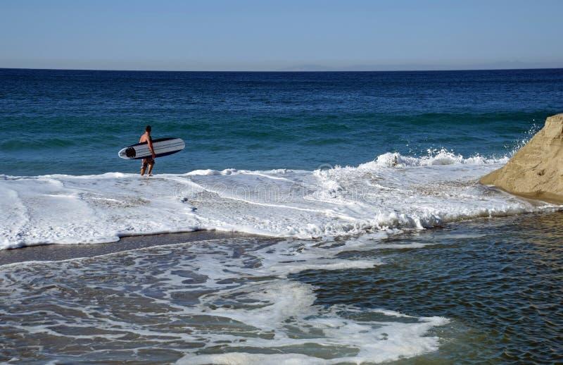 Deskowy surfingowa gmeranie dla miejsca surfować przy Aliso plażą w laguna beach, Kalifornia zdjęcie royalty free