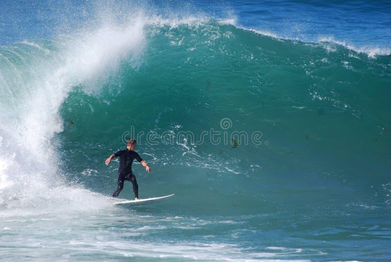 Deskowy surfingowiec przy strumyk ulicy plażą, laguna beach, fotografia stock