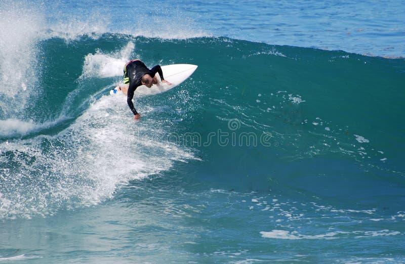 Deskowy surfingowiec przy strumyk ulicy plażą, laguna beach, obraz royalty free