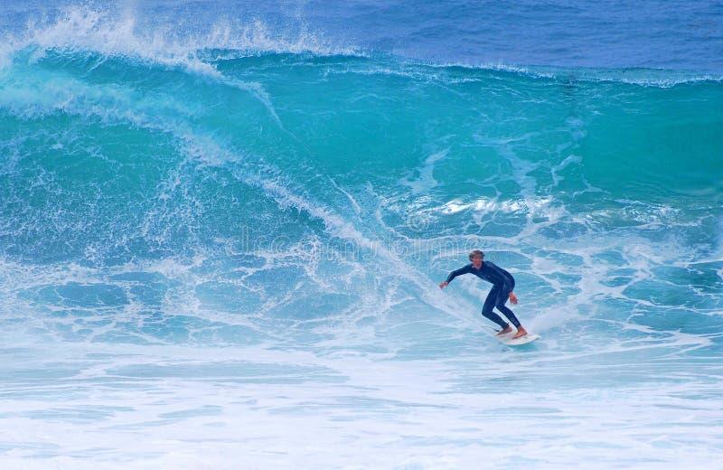 Deskowy surfingowiec przy strumyk ulicy plażą, laguna beach, CA obraz royalty free