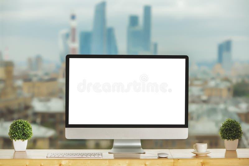 Desktop contemporâneo com o computador branco vazio imagens de stock