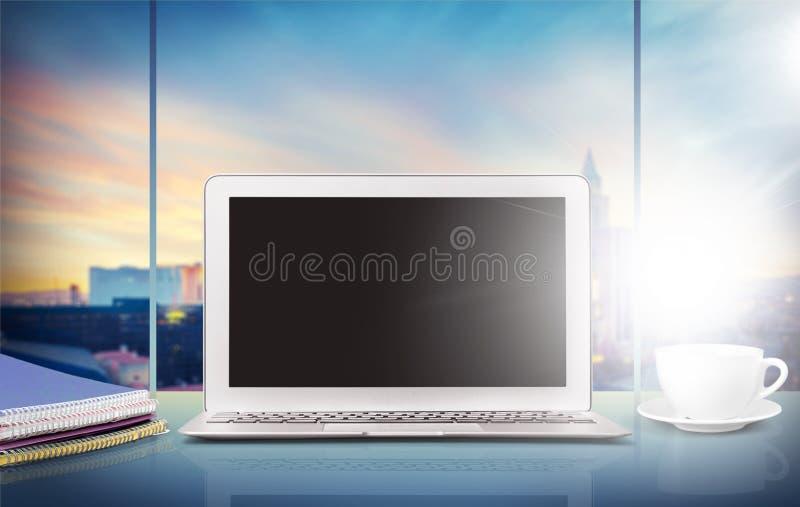 Desktop do livro do portátil do modelo imagens de stock royalty free