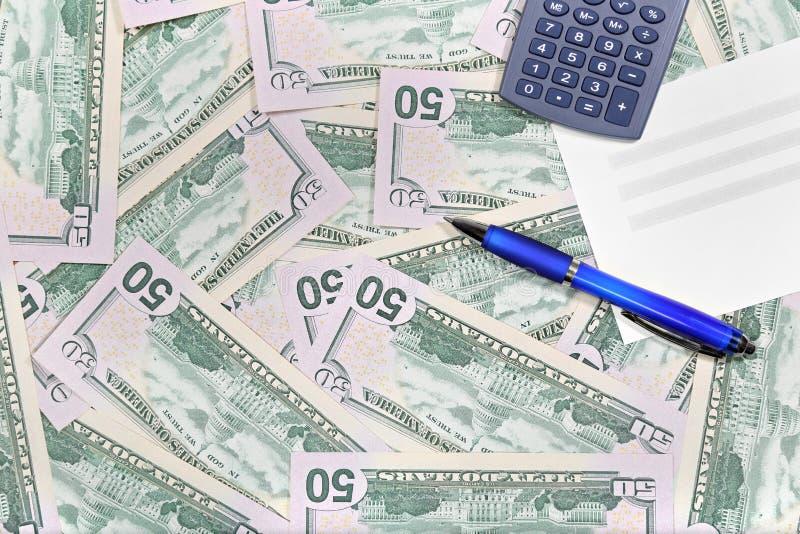 Desktop met Amerikaanse dollarsbankbiljetten stock foto