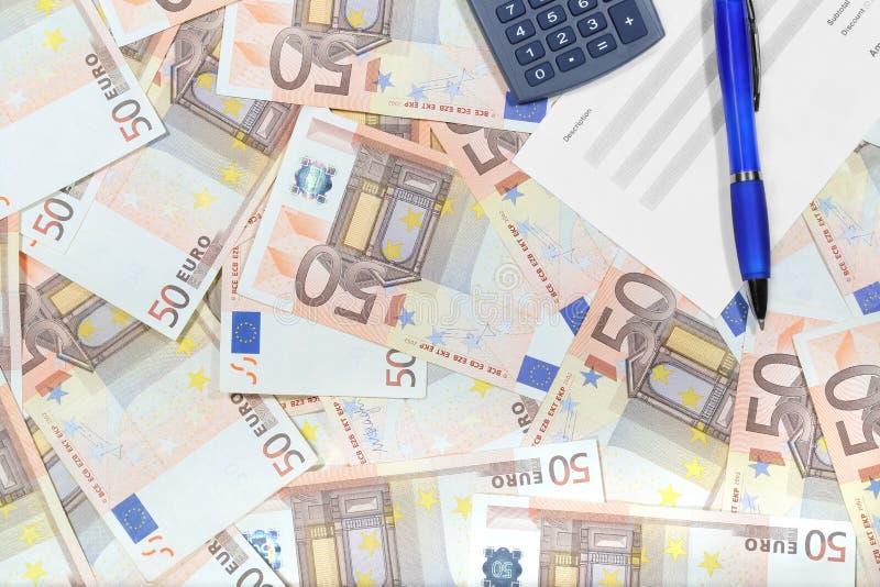 Desktop met geld stock foto's