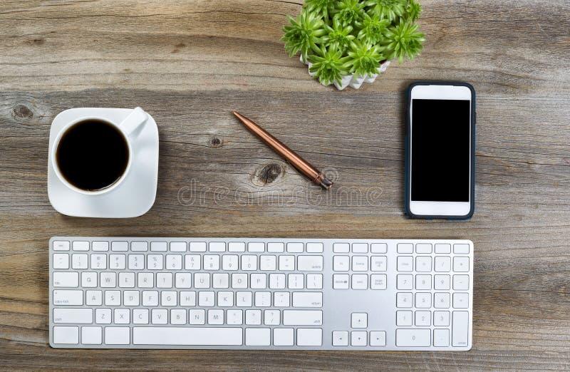 Desktop ordinato per lavoro immagini stock libere da diritti